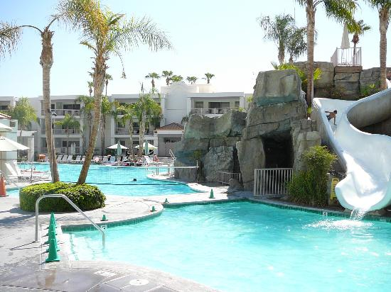 Pool Area Outdoor Bar Picture Of Palm Canyon Resort Spa Palm Springs Tripadvisor