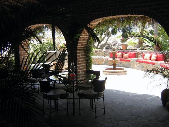 Todos Santos Inn: Il porticato esterno