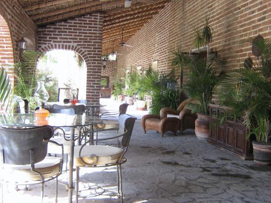Todos Santos Inn: Ancora porticati