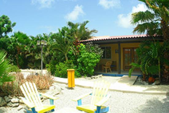 Tropical Inn Bonaire: Die ist die Aussenansicht der Appartements