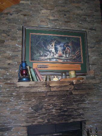 Timberwinds Log Cabins: rock fireplace