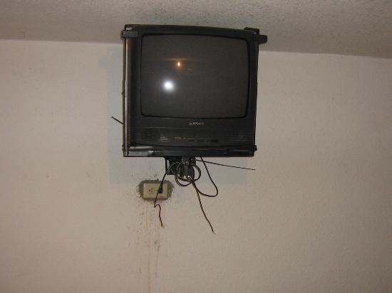 Hacienda la Puerta de Enmedio: Meglio invesire in pulizia che mettere la TV... no?