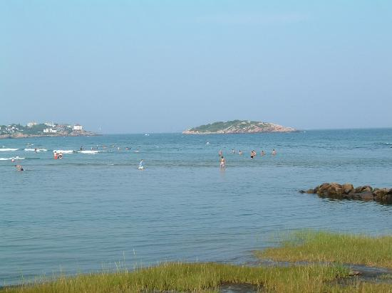 Good Harbor Beach: lots of wading areas