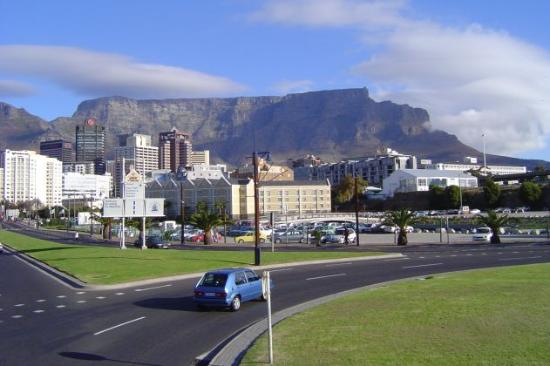Southern Sun Waterfront Cape Town: Southern Sun Left of Picture