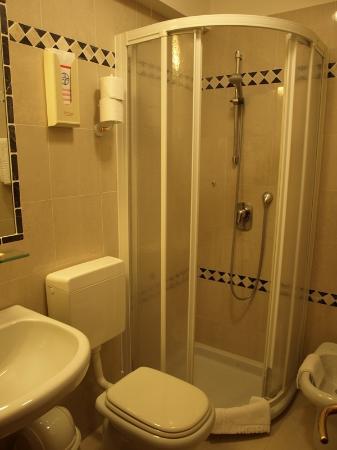 Zecchini Hotel: El baño de la habitación 42