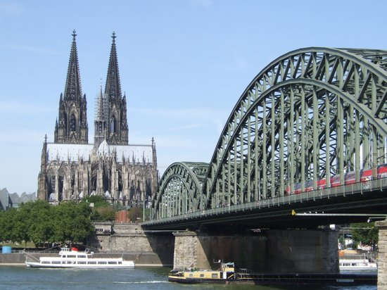 Cologne-katedralen: View from accross the river