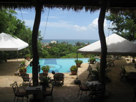 Pelican Eyes Resort & Spa: view from the restaurant to the Pacific