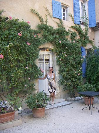 Cabrieres-d'Avignon, France: cortile interno