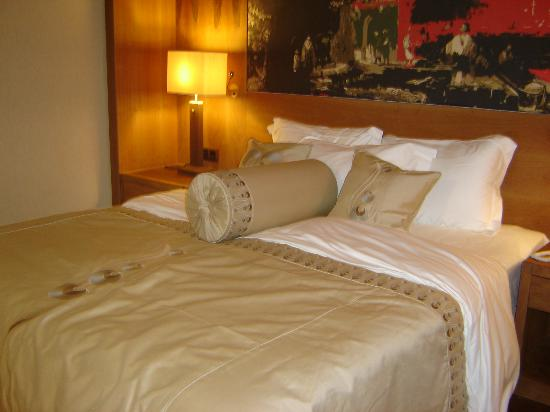 Gloria Serenity Resort: queen size bed