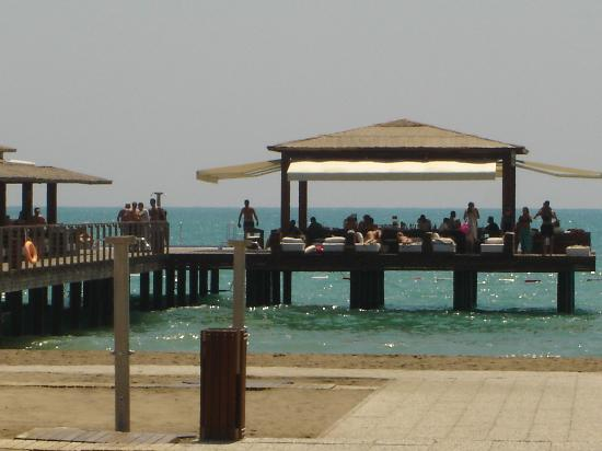 Gloria Serenity Resort: one of the beach bars in the sea