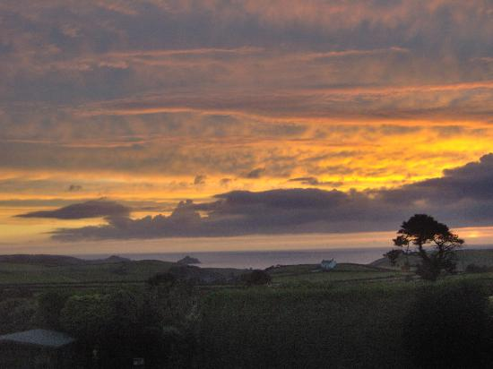 Westaway Guesthouse: Sunset view ffrom the conservatory