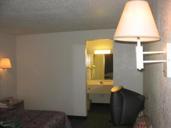 Motel 6 Houston East - Baytown : Vanity alcove