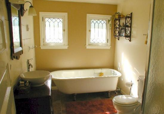 The Inn At Woodhaven Farm: My Bathroom