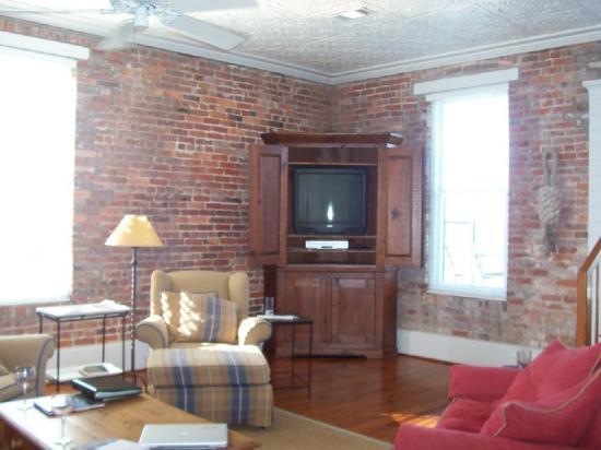 Consulate Suites: living room Consul Suite