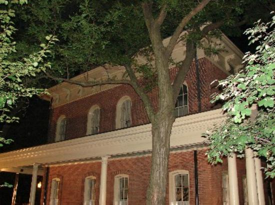 Chicago Hauntings: Hull House, home of the