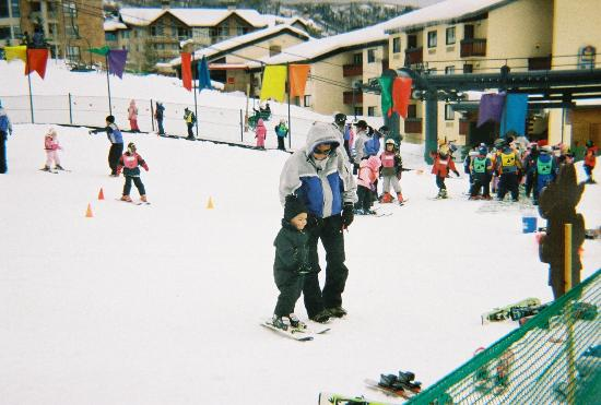 Kids' Vacation Center : 2 yr old skiing