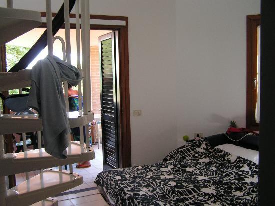 Nauthotel: Wendeltreppe in Wohnküche