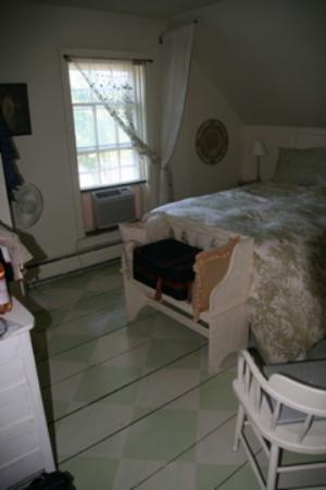 Wilder Farm Inn B&B: River Room