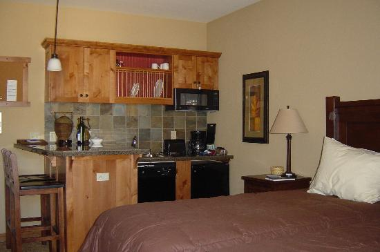 The Mountainside at Silver Creek: Kitchenette