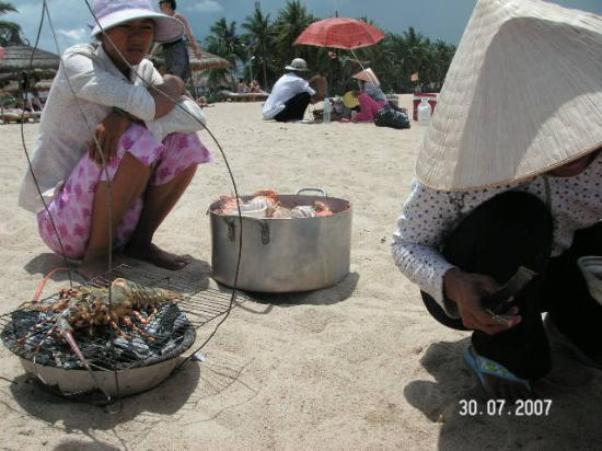 Indochine Hotel: lobster cooked on the beach
