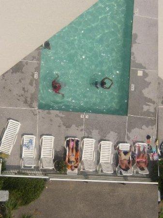 Sea Dip Oceanfront: pool deck