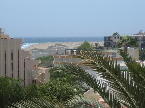 Apartamentos Las Dunas: View from our Balcony of the beach