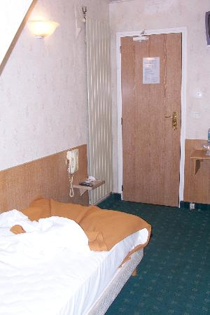 Hotel du Mont Blanc: The room in a single shot