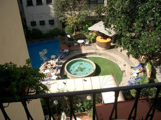 Croce di Malta Hotel: Aussicht vom Balkon auf den Innenhof