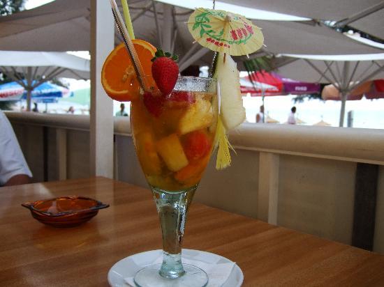 Temi Hotel : Champagner Sangria im Restaurant