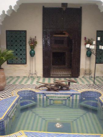 Riad El Mansour: The jacuzzi/plunge pool