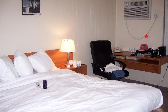 Haven Hotel - Fort Lauderdale Airport : Room wth desk