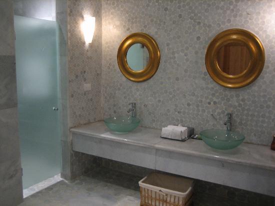 Iberostar Grand Hotel Paraiso  Italian Restaurant Bathroom. Italian Restaurant Bathroom   Picture of Iberostar Grand Hotel
