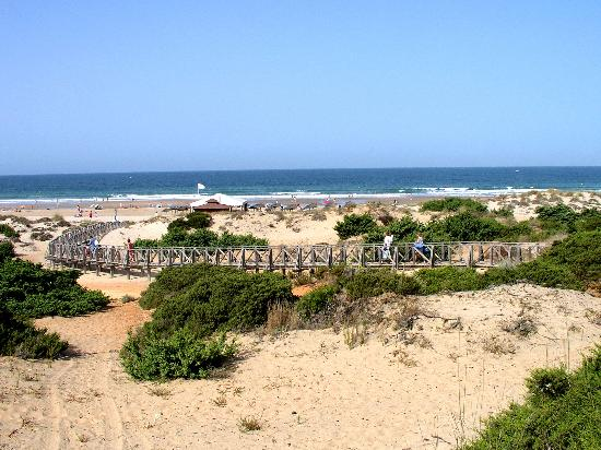 Valentin Sancti Petri Hotel Chiclana: Walkway to the beach