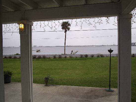 Casa D'Este Bed and Breakfast: View of the Indian River on a rainy January Day