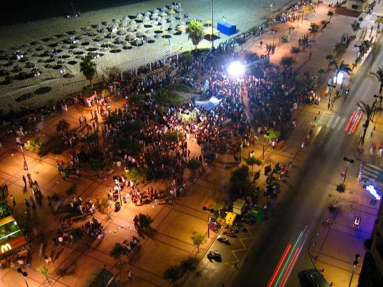 Hotel El Puerto by Pierre & Vacances: 1000's of people gathered late into night