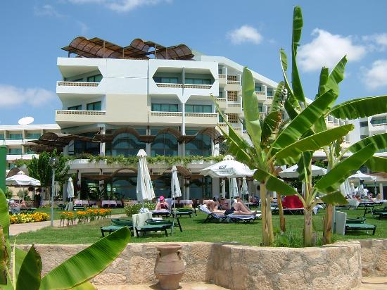 Constantinou Bros Athena Royal Beach Hotel: View of hotel from seafront