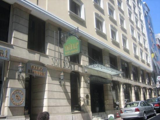 Yigitalp Hotel: Entrada del Hotel