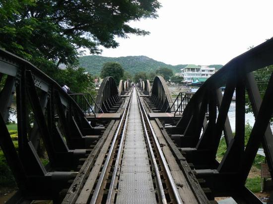 Oriental Kwai Resort: the bridge