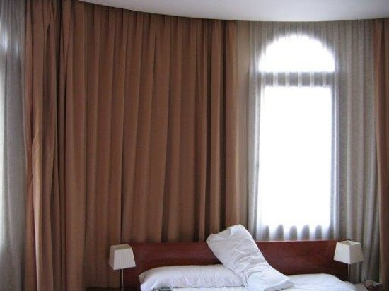 HLG CityPark Pelayo Hotel: la chambre (5eme etage avec bow window)