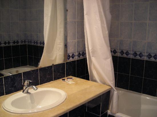 Hotel Chems : Baño