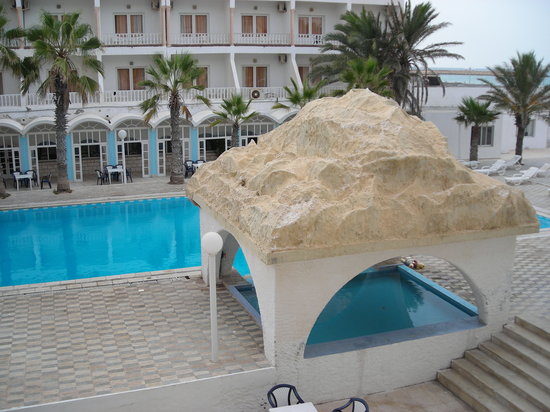 Hotel Chems : Vista de la piscina