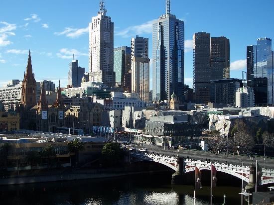 Quay West Suites Melbourne: daytime view