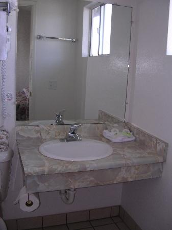 San Simeon Lodge: bathroom