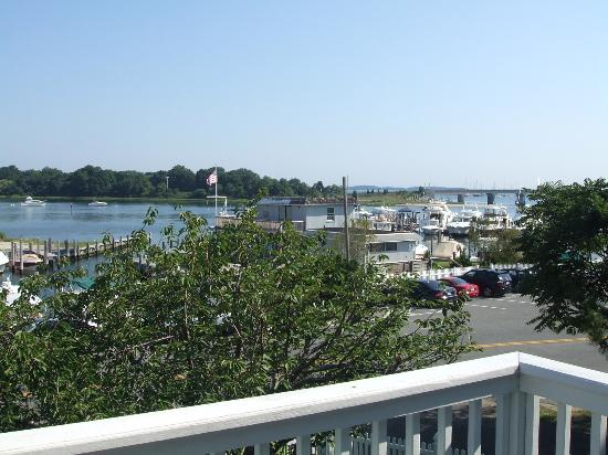 Sag Harbor Inn: At least the water view is decent from the 2nd floor
