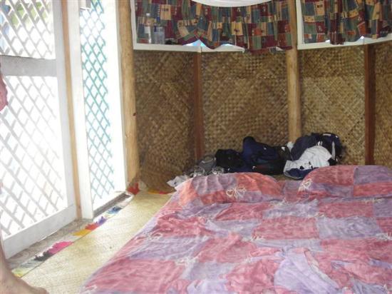 Litia Sini Beach Resort: inside fale
