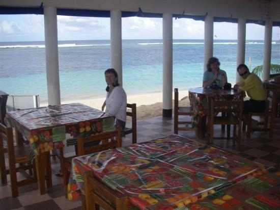 Litia Sini Beach Resort: Dining room
