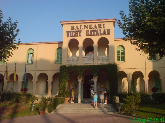 Hotel Balneario Vichy Catalan : The main entrance to the hotel.