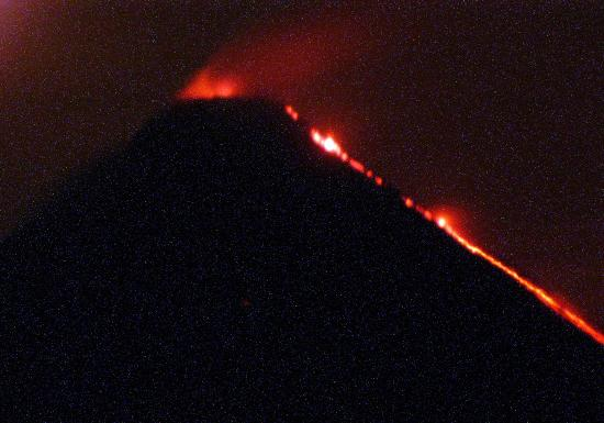 Lost Iguana Resort & Spa: Arenal Volcano at night (from our balcony with a zoom lens)