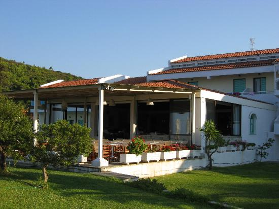 Troulos bay hotel picture of troulos bay hotel skiathos for Best hotels in skiathos