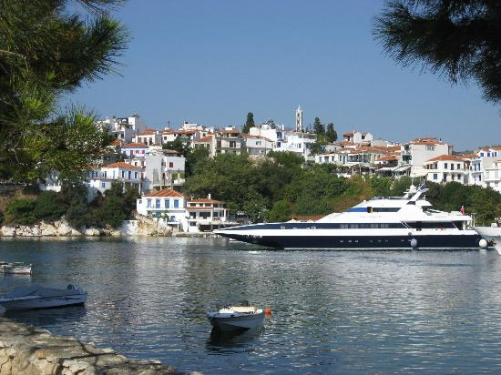 Hotel beach picture of troulos bay hotel skiathos for Skiathos hotels